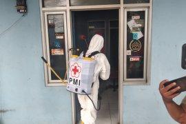 PMI Depok semprotan disinfektan di seluruh fasilitas publik cegah penyebaran COVID-19