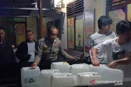 Polisi Bangka Barat sita 450 liter arak siap edar