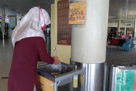 Cegah COVID-19, Bandara Jambi tambah fasilitas cuci tangan di selasar terminal