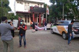 Cegah Corona, ACT Aceh semprotkan disenfektan ke Kantor Antara Aceh