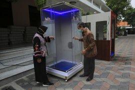 Bilik sterilisasi COVID-19 dibuat di Surabaya