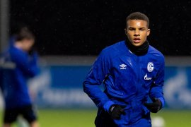 Liverpool siapkan langkah rekrut bek remaja dari Schalke