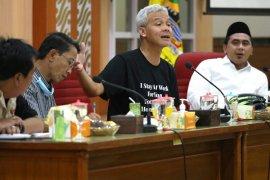 Gubernur Jawa Tengah Ganjar minta rumah sakit antisipasi lonjakan pasien COVID-19