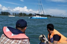 Tim gabungan halau lima yacht milik WNA