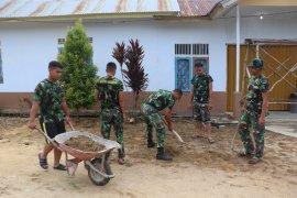 Dandim Sanggau : Prajurit TNI semangati warga bergotong royong