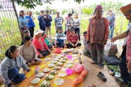 Suku Dayak Iban di batas negeri gelar ritual adat terkait Covid - 19