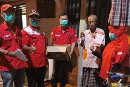 PDIP Surabaya bagikan wedang pokak dan telur di pemukiman padat penduduk