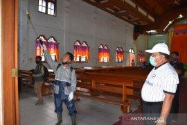 Wali Kota Sibolga pimpin penyemprotan disinfektan di seluruh gereja