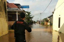 Tanggul sungai jebol, puluhan rumah di Kediri kebanjiran