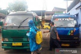 Dishub Sukabumi lakukan penyemprotan disinfektan ke angkutan umum