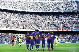 Skuat Barcelona siap potong gaji karena corona
