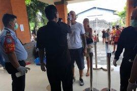 Ratusan WNA antre perpanjang izin tinggal darurat di Bali