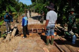 TMMD ke-107 telah bangun 300 meter jalan beton di Sungai Kakap