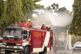 Pekanbaru kerahkan tujuh mobil Damkar semprot disinfektan, begini penjelasannya