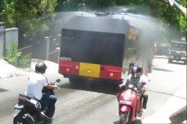 Polda Maluku kerahkan dua mobil water canon semprotkan disinfektan