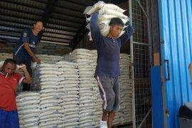 Bulog Kalbar sudah salurkan 86 persen beras bantuan pemprov