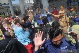 Bupati Baddrut Tamam imbau warga perantauan tak pulang ke Pamekasan