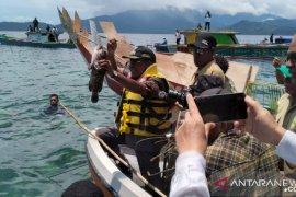 """Adat """"Sasi"""" angkat perekonomian warga Kampung Menarbu, Wondama"""