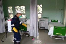Ruang IGD dan isolasi RSUD Gunungsitoli disemprot disinfektan