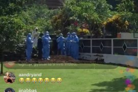 Jenazah Guru Besar UGM positif COVID-19 dimakamkan di Sawitsari