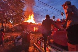 Kebakaran terjadi di Tapin, diduga disebabkan  kabel PLN yang putus