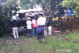 Karena rem blong truk hantam truk di Jalan Sukabumi-Cianjur