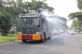 Polresta Tangerang semprotkan disinfektan menggunakan tiga unit AWC