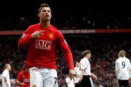 """Nani """"ajari segalanya"""" Cristiano Ronaldo dalam daftar lima pemain tim impian"""