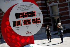 tampilan jam hitung mundur Olimpiade di Stasiun Tokyo berubah