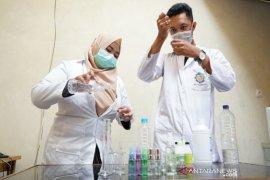 Fakultas  MIPA Universitas Palangka Raya produksi 'hand sanitizer'