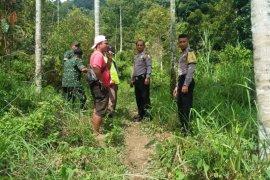 Cegah COVID-19, Polisi bubarkan warga yang sedang berburu babi