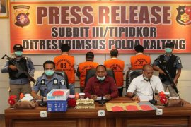 Berkas empat tersangka korupsi  peningkatan jalan diserahkan ke Kejati Kalteng