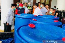 Machfud Arifin  beri bantuan 500 APD untuk tenaga medis di Jatim