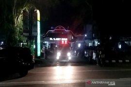 Jokowi tiba RST Slamet Riyadi untuk bawa pulang jenazah ibundanya. Sudjiatmi Notomihardjo
