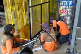 Surabaya buat 10-20 unit bilik sterilisasi setiap harinya