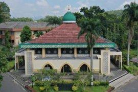 Shalat Idul Fitri digelar di rumah, termasuk daerah zona hijau corona