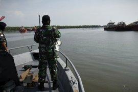 Lantamal I sosialisasi pencegahan COVID 19 ke kapal-kapal di Belawan