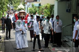 Jenazah ibunda Jokowi disholatkan di Masjid Baturrachman Solo