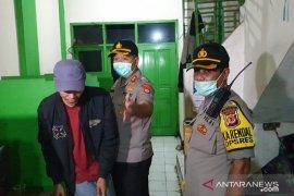 Kerumunan warga dibubarkan petugas gabungan Sukabumi