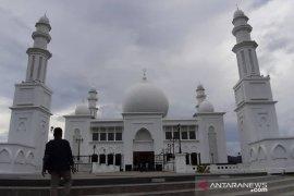 Pelaksanaan shalat Jumat di Masjid Oesman Al-Khair Sukadana dengan catatan
