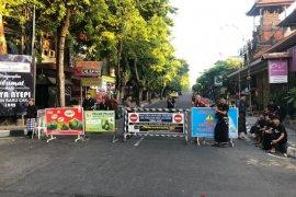 Masyarakat Bali tetap berdiam diri di rumah setelah Nyepi karena COVID-19