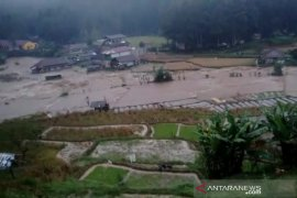 Ridwan Kamil meninjau lokasi banjir di Kabupaten Bandung