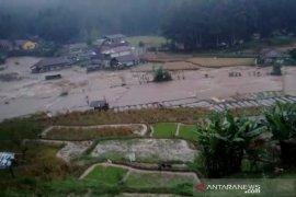 Gubernur Ridwan Kamil tinjau lokasi banjir di Kabupaten Bandung