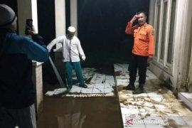 Gubernur sebut pengungsi banjir Kabupaten Bandung akan jalani tes cepat corona