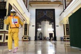ACT Kaltim lakukan penyemprotan di masjid dan sekolah