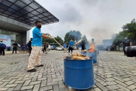 BNNP Banten musnahkan barang bukti 50 kg ganja dengan cara dibakar