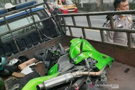 Tabrakan dengan truk trailer, pengendara Kawasaki Ninja Warrior tewas
