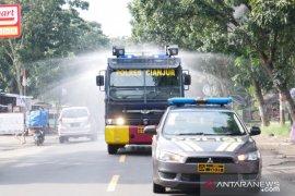 Forkopimda semprotkan disinfektan di wilayah Cianjur