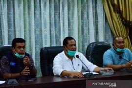 Wali Kota Padangsidimpuan harapkan warga jangan keluar daerah
