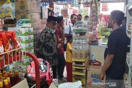 Haji Uma dan polisi sidak pasar di Aceh Utara